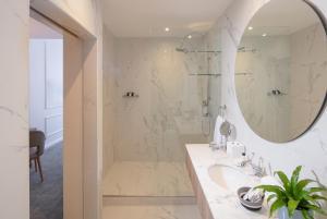 Een badkamer bij The Marly