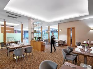 A restaurant or other place to eat at Hotel International