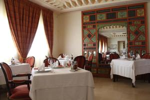 A restaurant or other place to eat at Borj Dhiafa