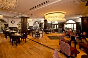 Ein Restaurant oder anderes Speiselokal in der Unterkunft Best Western Plus Hotel Bern
