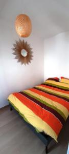 A bed or beds in a room at LOCABED - MARSEILLE CENTRE 2 PIECES 2 PERSONNES
