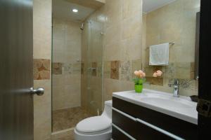 Un baño de Hollywood Beach Suite
