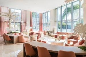 A restaurant or other place to eat at Novotel Miami Brickell