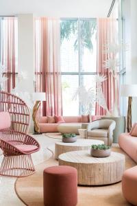 A seating area at Novotel Miami Brickell