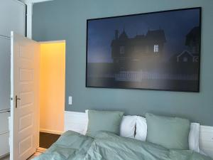 A bed or beds in a room at 240m2 NEW Luxury Best Located Apartment In Cph