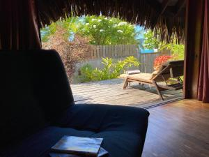 A seating area at Bungalows Manuka 361 DTO-MT