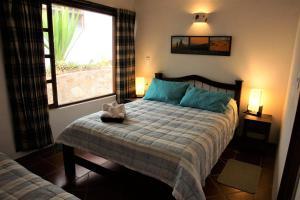 A bed or beds in a room at Hostal Renacer