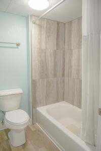A bathroom at Sea and Breeze Hotel and Condo
