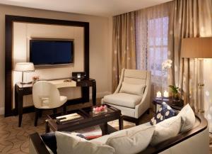 A seating area at Rosewood Hotel Georgia