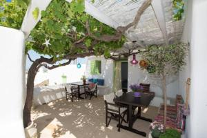 A restaurant or other place to eat at Casa Annaise Mykonos - Cycladic House with Jacuzzi