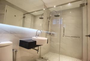A bathroom at Home Hut @ 2BR Maritime Suite Jelutong Karpal Singh