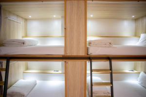 Un ou plusieurs lits superposés dans un hébergement de l'établissement Meander Taipei Hostel - Ximending