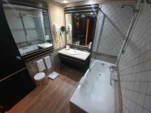 A bathroom at Borj Dhiafa