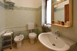 A bathroom at Affittacamere La Suite dei Graniti