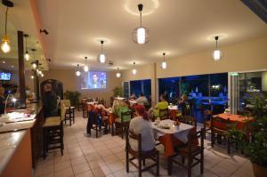 Een restaurant of ander eetgelegenheid bij Margarita Aparthotel