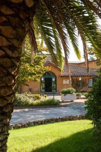 A garden outside Hotel Selva Candida