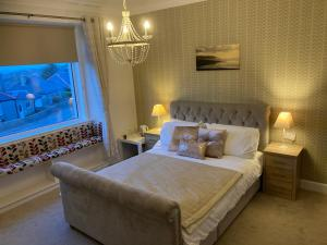 A bed or beds in a room at Shorelands B&B