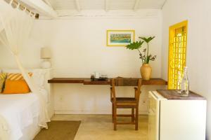 A kitchen or kitchenette at Pousada Lagoa