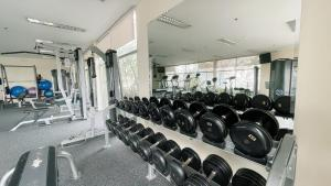 Gimnasio o instalaciones de fitness de Pacific Place Serviced Apartment