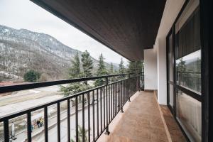 Балкон или терраса в Лес-Forest Apart Hotel