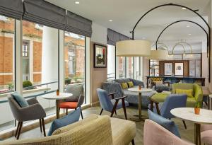 A seating area at Citadines Islington London