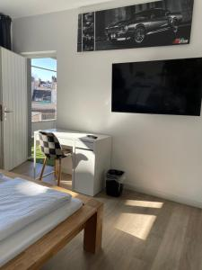 A television and/or entertainment centre at Ginius Homes - Train Station Apartments