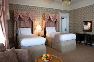 A bed or beds in a room at Hotel Majestic