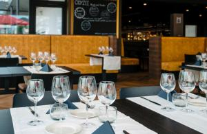 A restaurant or other place to eat at Hotel Royal Astrid