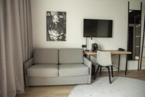 A television and/or entertainment center at Park Inn by Radisson Vilnius Airport Hotel & Business Centre