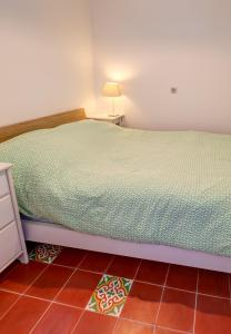 A bed or beds in a room at Cabanon de Malmousque