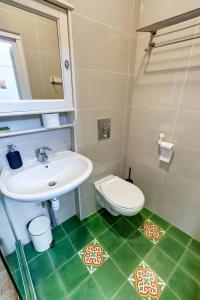 A bathroom at Cabanon de Malmousque