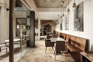 De lounge of bar bij 19 ROOMS