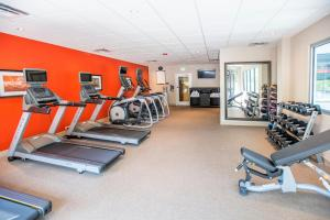 The fitness centre and/or fitness facilities at Staybridge Suites Denver Downtown, an IHG Hotel