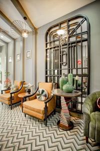 The lobby or reception area at Hanoi Center Silk Hotel & Travel