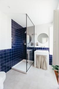 A bathroom at LEGASEA - Cascais Guesthouse