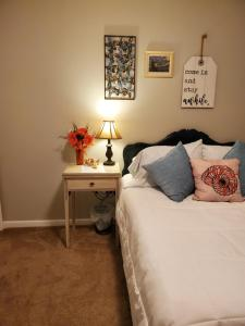 A bed or beds in a room at 2Danehome
