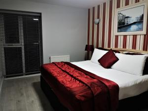 A bed or beds in a room at Bella Vista Hotel & Self Catering Suites