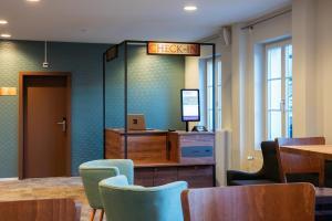 Ein Sitzbereich in der Unterkunft Hotel Kreuz by b_smart