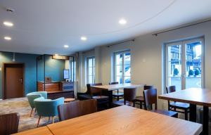 Ein Restaurant oder anderes Speiselokal in der Unterkunft Hotel Kreuz by b_smart
