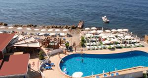 A view of the pool at Hotel Cavalluccio Marino or nearby