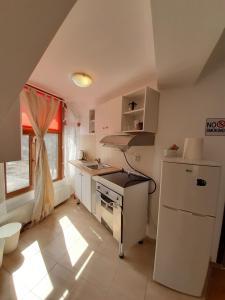 O bucătărie sau chicinetă la Casa Olguta
