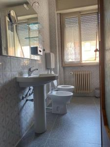 A bathroom at Affittacamere Room ospedale Maggiore