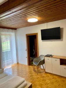 A television and/or entertainment center at Haus Dietrich am Red Bull Ring