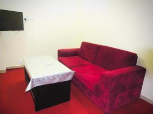 A seating area at Al Khobar Plaza-Feel at Home