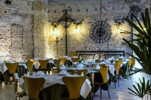 A restaurant or other place to eat at Hotel Tavares Correia