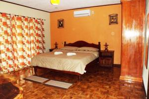 A bed or beds in a room at TipTop Hotel, Resto and Delishop