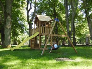 Ein Kinderspielbereich in der Unterkunft Villa Ammende Restaurant and Hotel
