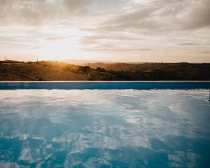 A piscina em ou perto de Casa Dos Xarês