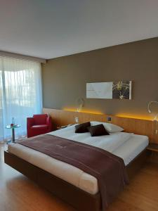 A bed or beds in a room at Hotel & Restaurant STERNEN MURI bei Bern