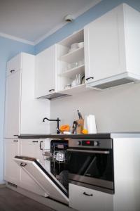 Кухня или мини-кухня в Elegant Apartment